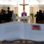 Papa recomenda olhar Cristo ensanguentado para superar momentos escuros