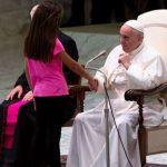 Assim o Papa reagiu quando uma menina interrompeu sua catequese